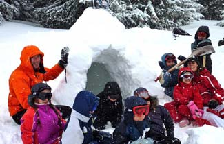 Classe de neige - Construction d'un igloo