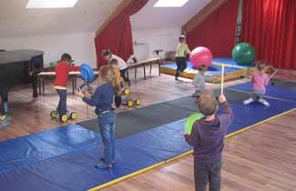 Activité cirque à la Fontaine de l'Ours