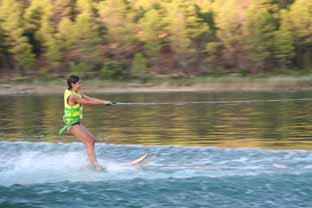 Pratiquer le ski nautique avec des mineurs